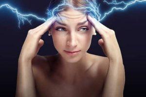 smerte som symbol med kvinde der har hovedpine